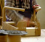 Der Loom Chair wird von allen Seiten bearbeitet